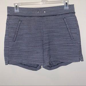 Athleta Striped Travel Shorts in Sz MT